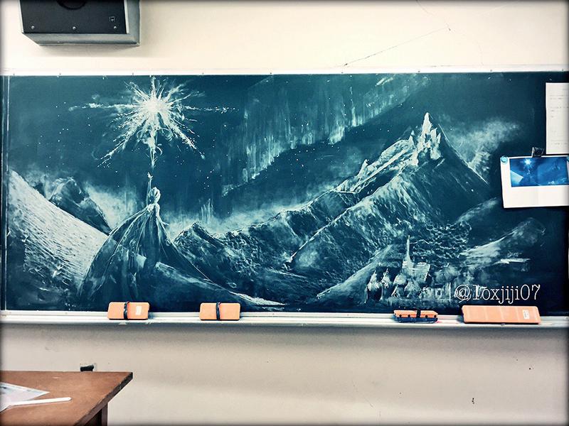 アナ雪 黒板アート女子高生[れなれな]宮部みゆき [過ぎ去りし王国の城]PVで作画登場!