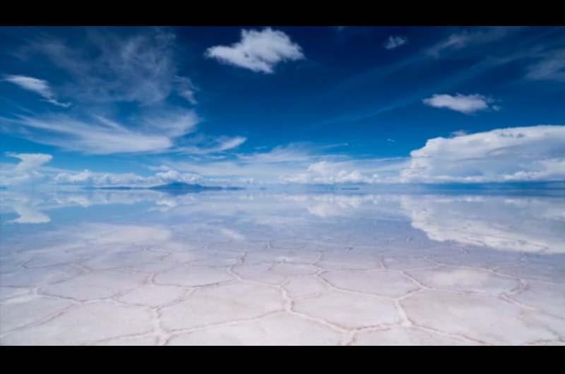 ウユニ塩湖のタイムラプスが美しい!一度は行ってみたい絶景の鏡面ウユニ塩湖の映像