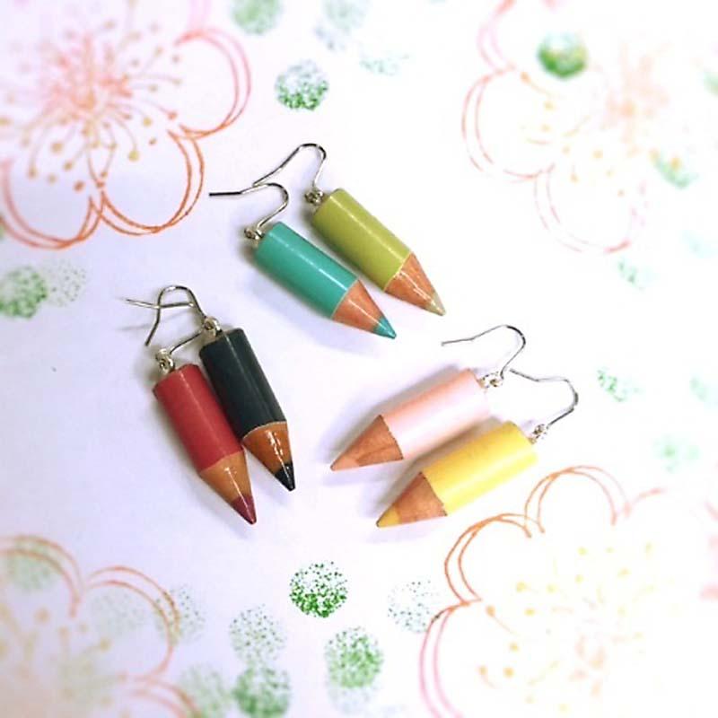 色鉛筆のピアスが可愛い!遊び心溢れる耳元のおしゃれアイテム[色鉛筆ピアス]フェリシモから販売