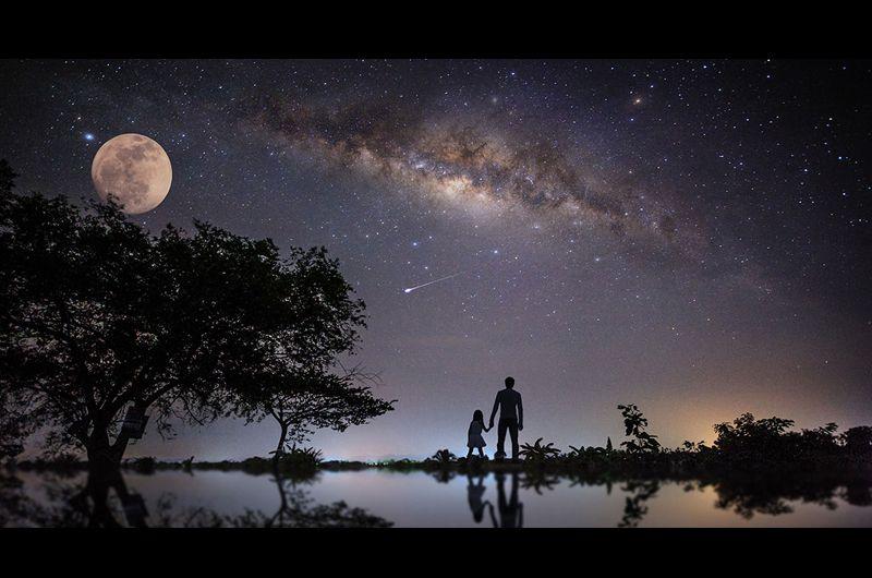 """月がお墓になる""""月面供養""""故人の遺灰をカプセルで月面安置!墓地が宇宙に…月を見てお墓参りする時代へ"""