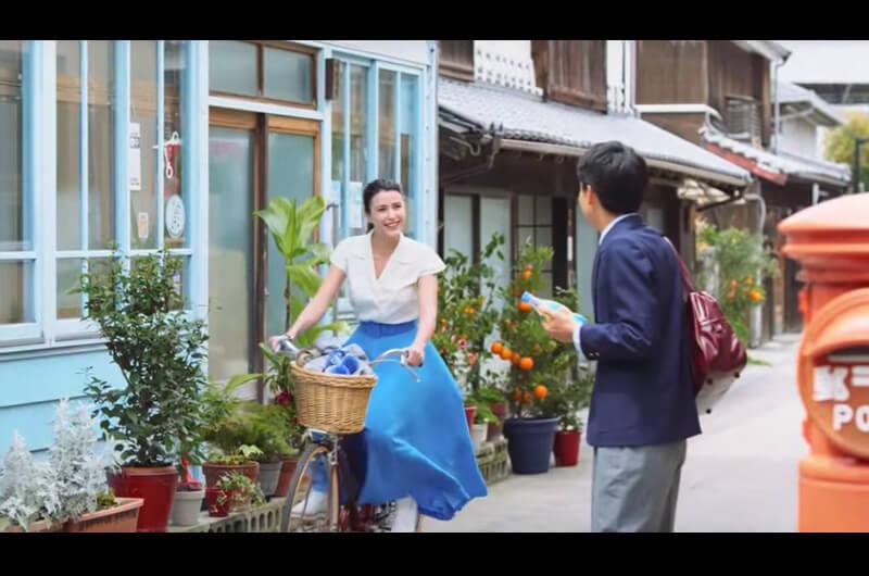 オランジーナ先生は誰?オランジーナCMのフランス人女優!「コマンタレブー」出演者も豪華