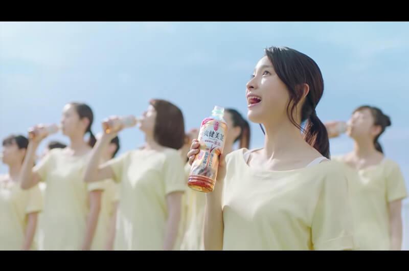 爽健美茶「健康素材の麦茶」新CMヨガをする土屋太鳳と女の子達!さすが身体の柔らかさ