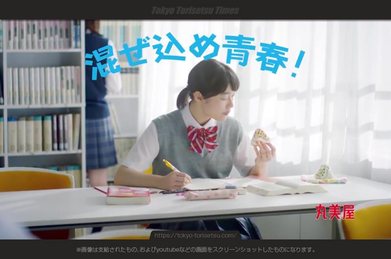 丸美屋混ぜ込みわかめCMおにぎりを持って自撮り女子高生三人は?部活や教室で混ぜ込みわかめ